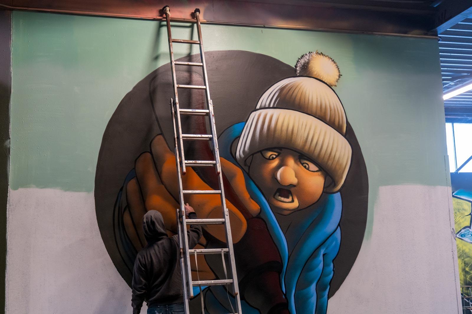 Artiest aan het werk in The Loods