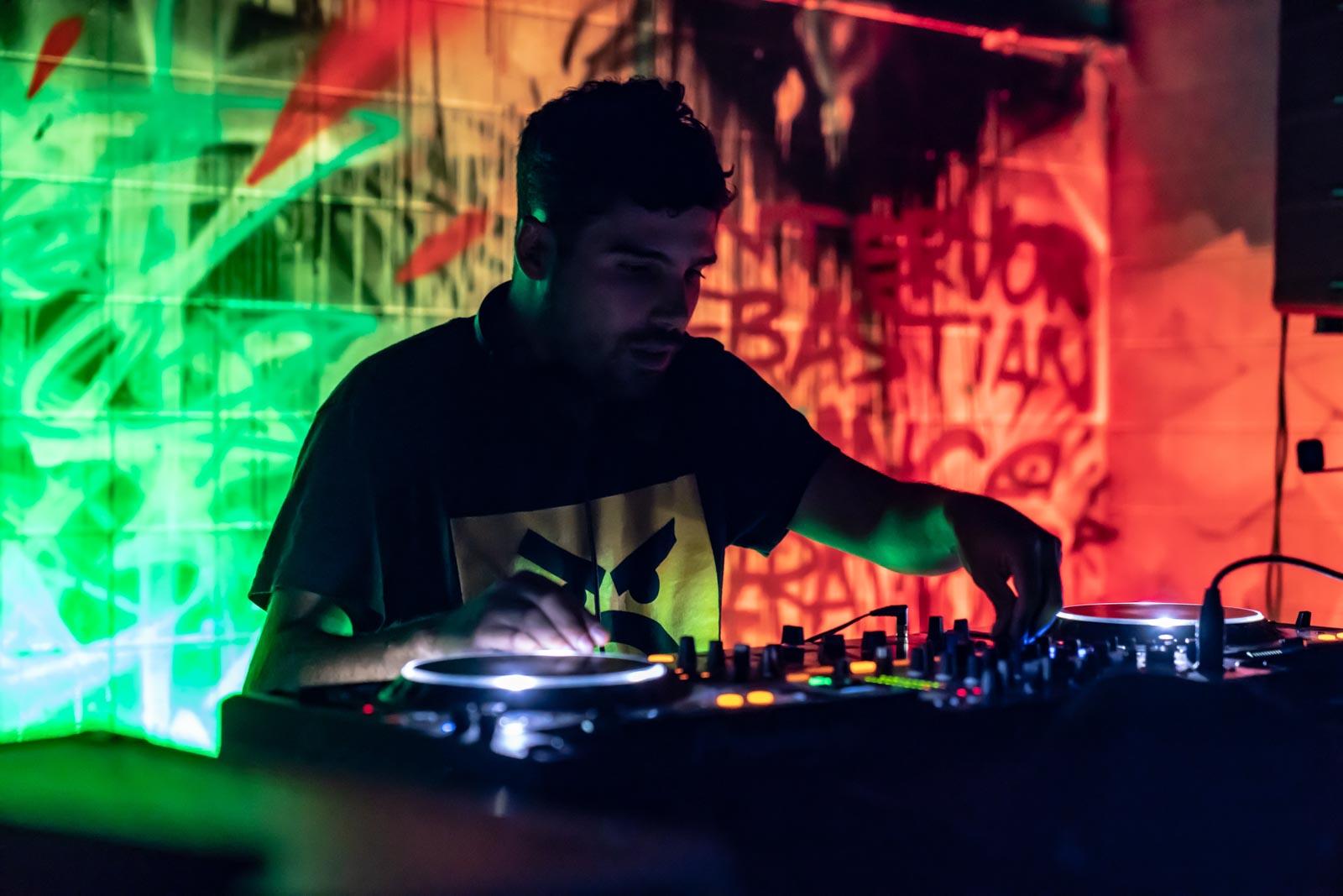 DJ Azzaration tijdens Gortfest